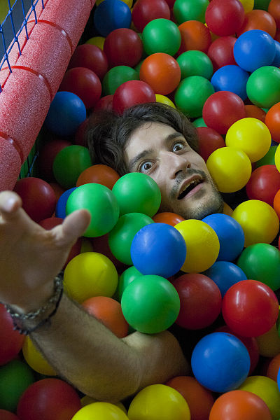 400px-Drowning_in_ball_pit