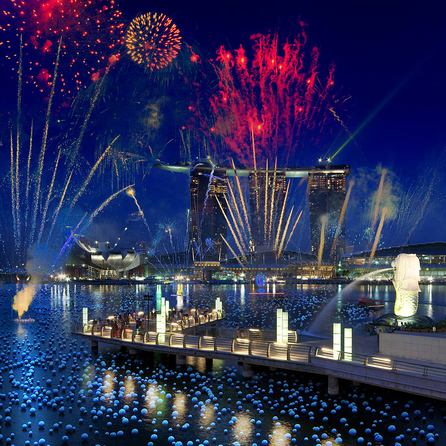 Photomontage_of_the_Marina_Bay_Sands_and_the_Merlion_with_fireworks,_Singapore_-_20100524